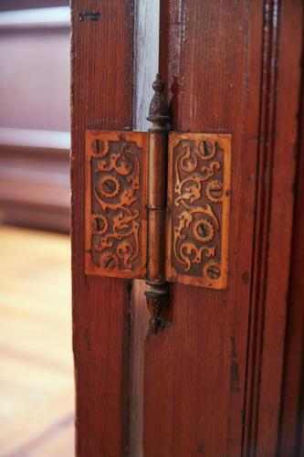 Jess-Davis-Nest-Studio-eastlake-door-hinge