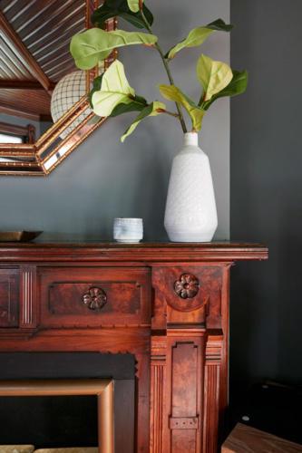 Jess-Davis-Nest-Studio-mantle-floral-arrangement