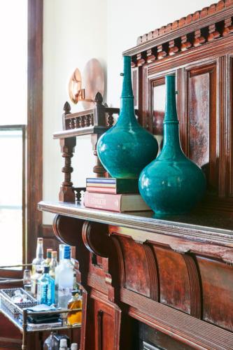 Jess-Davis-Nest-Studio-mantle-vases