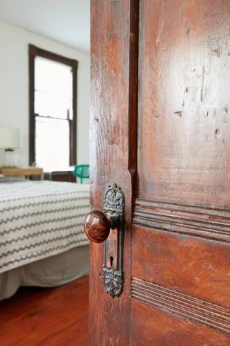 Jess-Davis-Nest-Studio-victorian-door-detail